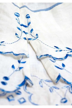 Maieu alb cu broderie albastra  - 2