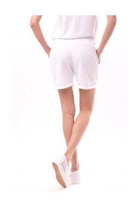 Pantaloni scurti albi cu o broderie colorata  - 2
