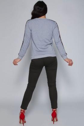 Bluza sport gri cu dungi colorate pe maneci  - 5