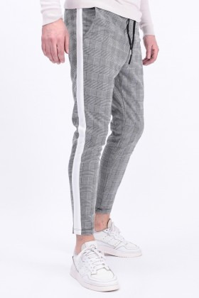 Pantaloni casual albi cu carouri negre, dunga alba si snur in talie  - 2